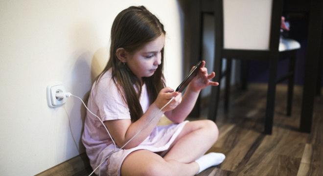 Uso excessivo do celular pode comprometer o desenvolvimento psicológico