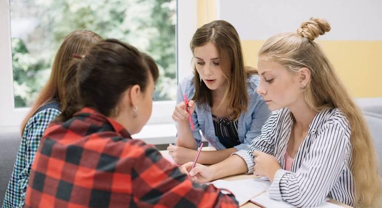 USP oferece curso de programação para Mulheres que cursam ou finalizaram o ensino médio
