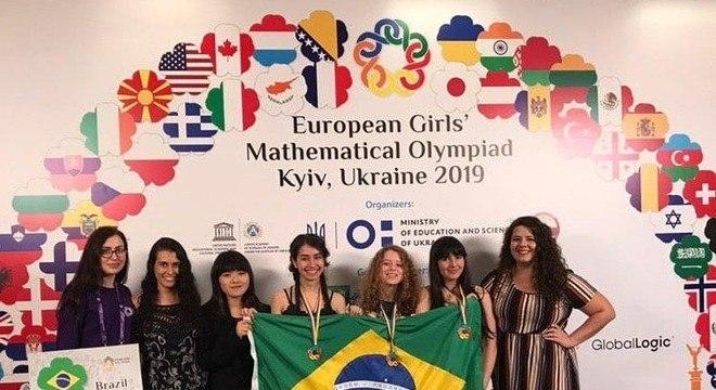 Delegação brasileira que participou de competição internacional de matemática