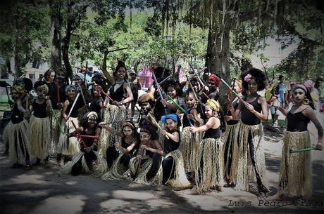 Grupo de dança de mães e filhas da comunidade