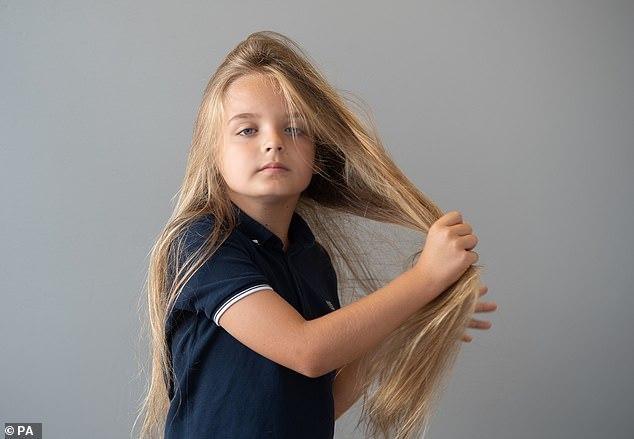 Como nunca tinha cortado, seus cabelos chegaram a 60 centímetros