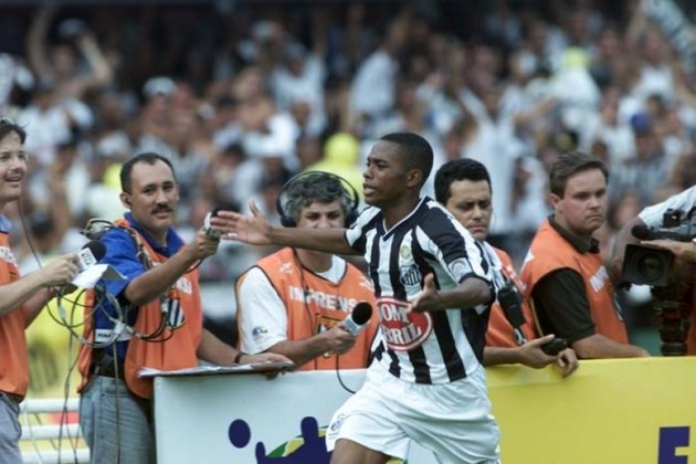 Menino da Vila, Robinho estreou no Santos em 2002, com 17 anos, vencendo o Brasileirão. Ao longo da carreira, jogou no Real Madrid e também no futebol inglês. Disputou as Copas de 2006 e 2010 na Seleção.