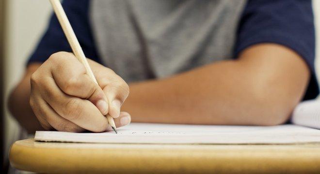 Com cotas, mais pretos, pobres, indígenas e jovens de baixa renda optaram pelo ensino médio público