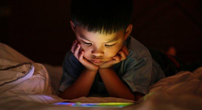 'Você não ensina como ser criativo apenas entrando em um app de criatividade', diz um pai que limita a quantidade de tempo que o filho pode passar em frente a telas
