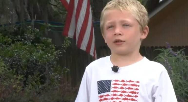 Chase Poust, de 7 anos, nadou por uma hora para pedir ajuda e salvar a irmã e o pai