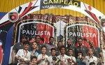 Foi com dribles, gols e títulos que Kauan conquistou não só o Santos, como a Nike. Com oito anos, o garoto venceu torneios com o Peixe, competições com outros clubes regionais da Baixada Santista