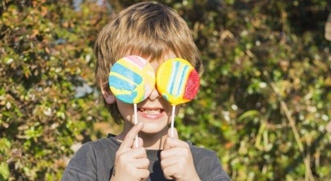 Limite máximo de açúcares para crianças deve ser 10% do valor energético total