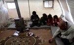 Sem ter o direito a uma infância normal, Mohammed acabou se tornando a única fonte de sustento para o pai, que não pode trabalhar devido a uma doença cardíaca, a mãe e as três irmãs. Eles vivem em uma barraca em um campo de refugiados no norte de Aleppo, província que fica na fronteira com a TurquiaJornalista americano é libertado 6 meses após sequestro na Síria