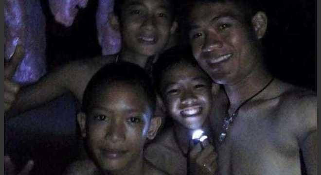 Primeiras imagens do grupo dentro da caverna