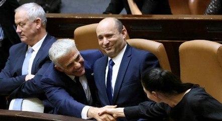 Merav Michaeli cumprimenta Yair Lapid