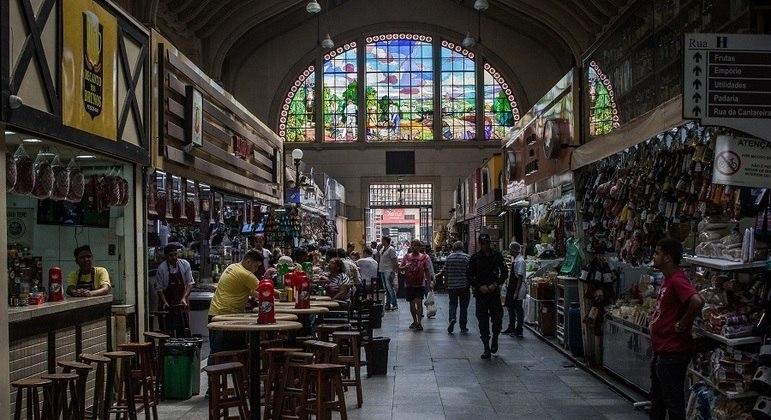 Mercados, sacolões municipais e  feiras livres operaram normalmente