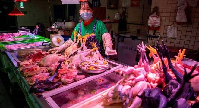 Alguns mercados ainda existentes na China propiciam surgimento de vírus
