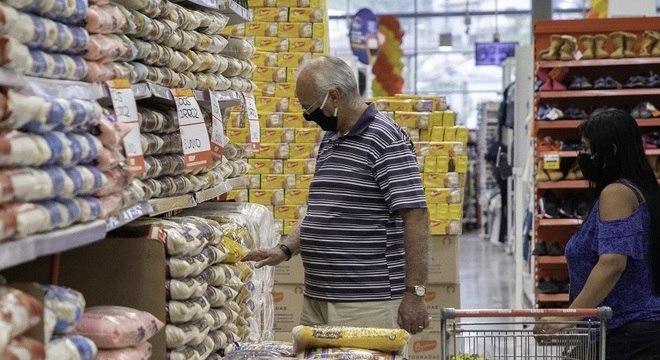 Queda de braço entre redes de supermercados dura mais de 15 dias