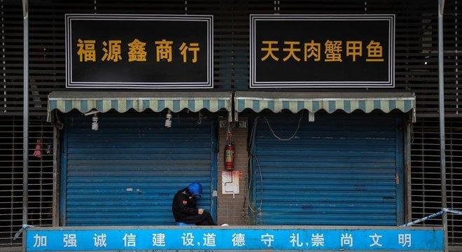 Mercado de Huanan, em Wuhan, foi associado aos primeiros casos de coronavírus