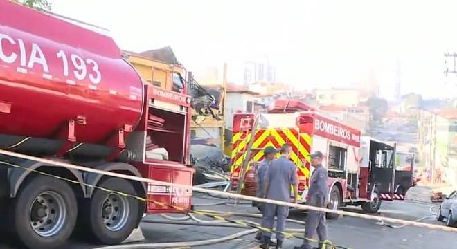 Incêndio provoca explosão em mercado na Vila Sônia, na zona oeste de SP