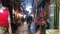 Mercado antigo de Jerusalém, em Israel, vira centro de convivência entre grupos ()