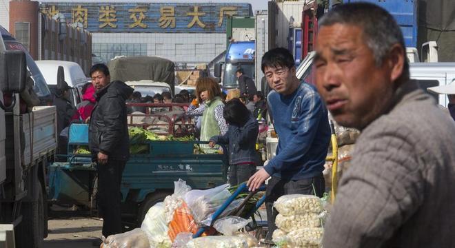 Autoridades isolaram comunidades habitacionais próximas ao centro de distribuição de alimentos