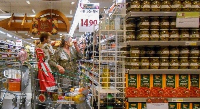 Alimentação subiu em ritmo menor em março de 2021