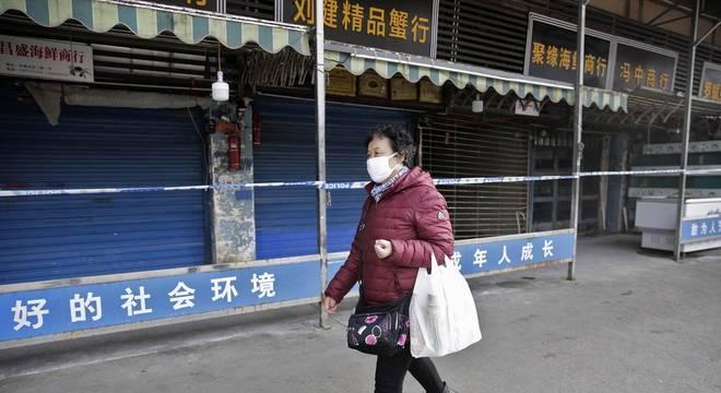 Mercado de Wuhan fechado após suspeitas de ser origem da transmissão do coronavírus