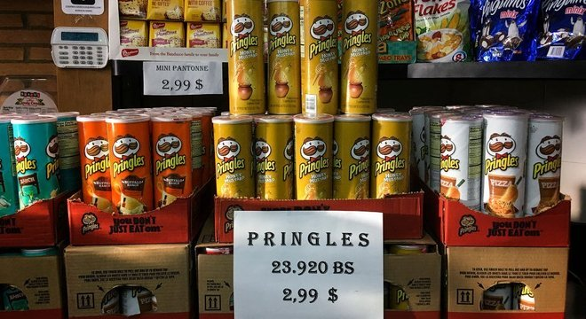 Cada vez mais estabelecimentos na Venezuela exibem mercadorias com os preços também em dólar
