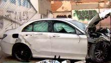 Motorista de carro de luxo morre ao invadir garagem em SP