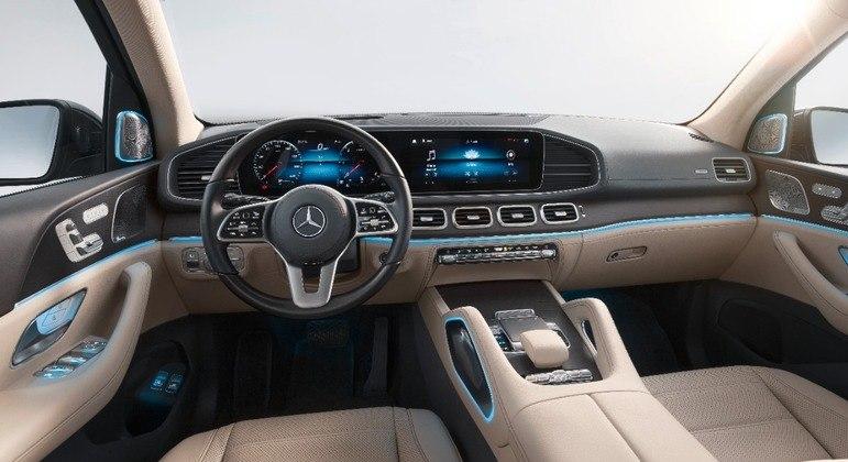 Interior ficou bem mais arrojado na atual geração com sistema de inteligência artificial e tela central de 12,3 polegadas