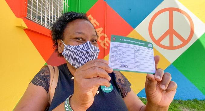 Merendeira da escola Raul Brasil foi 1ª vacinada