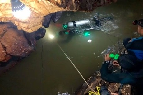 Aulas de mergulho devem ajudar em resgate na Tailândia