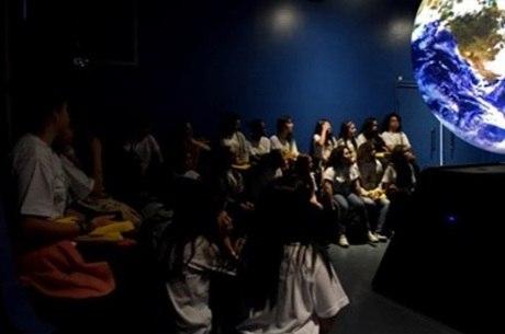 Meninas participam de oficinas e aulas práticas