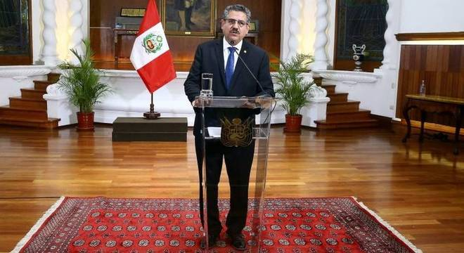 Merino ficou dias no cargo de presidente, renunciando no domingo (15)