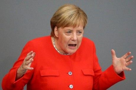 Merkel: 'Não tem desculpas para se caçar pessoas'