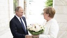 Putin e Merkel discutem chance de produzir vacina em conjunto