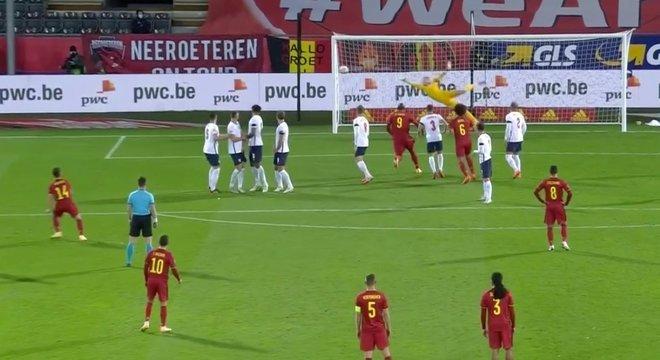 Detalhe do gol de falta de Dries Mertens, Bélgica 2 X 0 Inglaterra