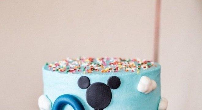 mesa de guloseimas para festa infantil da turma do Mickey