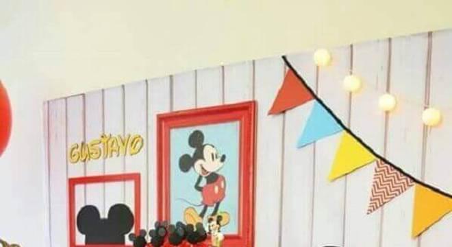mesa de guloseimas para festa infantil personalizada com tema mickey