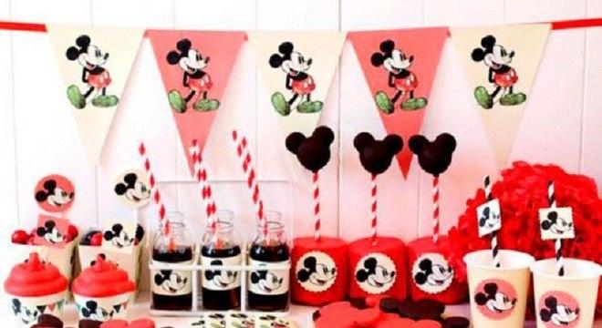 mesa de guloseimas para festa infantil personalizada para festa do Mickey