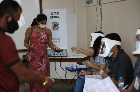 Mais de 38 milhões de brasileiros voltam às urnas hoje