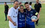 Mesmo aposentado, Ronaldinho não deixou de frequentar os campos de futebol e ainda é visto participando de jogos beneficentes.