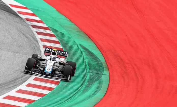Mesmo com as mudanças, a Williams continuou amargando as últimas posições do grid