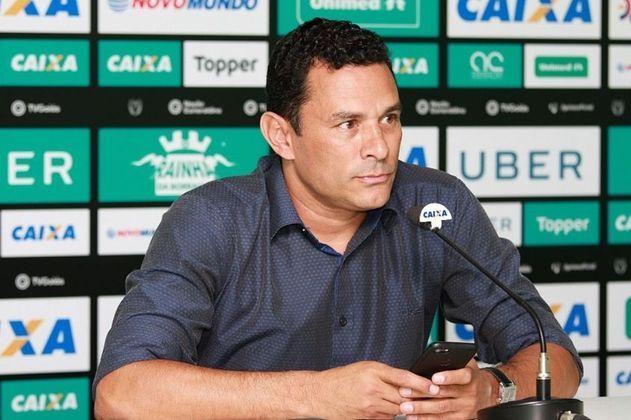 Mesmo com contratações de ponta, os resultados não estavam vindo. Diante de indefinições dentro de campo, Paulo Autuori pediu demissão. Assim, a diretoria do Botafogo contratou outro rosto conhecido para ser o nome-forte do futebol: Túlio Lustosa, o ex-volante, que assumiu como gerente de futebol no começo de outubro.
