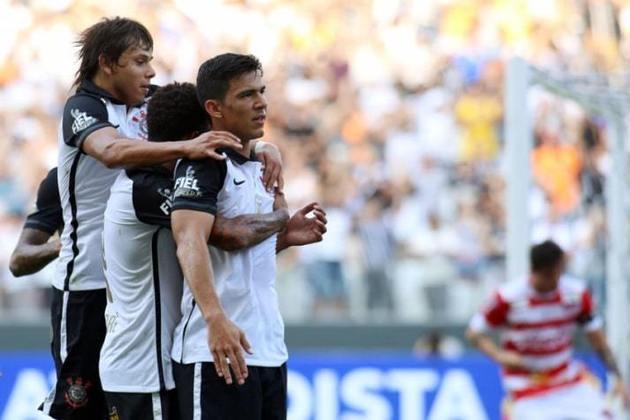 Mesmo com time alternativo, o Corinthians goleou o modesto Linense, na primeira fase do Paulistão de 2016, com show paraguaio. O atacante Romero fez dois, o zagueiro Balbuena fez um e o lateral brasileiro Edilson foi o único