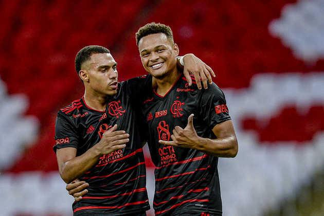 Mesmo com um elenco estrelado, o Flamengo não esquece de dar espaço para os jovens da casa. Até o momento na temporada, foram usados 20 atletas revelados nas categorias do base rubro-negra. O último a receber oportunidades foi o atacante Ryan Luka, que entrou nos dois últimos jogos. Veja, a seguir, a lista com todos os jogadores.