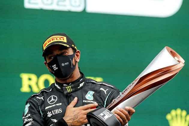 Mesmo saindo do sexto lugar, Hamilton deu uma aula de pilotagem.