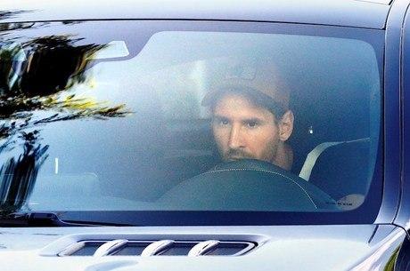 Messi chega para treinar no Barcelona