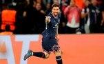 Na segunda posição, o argentino Lionel Messi, mais um do time de Paris, recebe a bagatela de 110 milhões de dólares (R$ 607 milhões) por ano