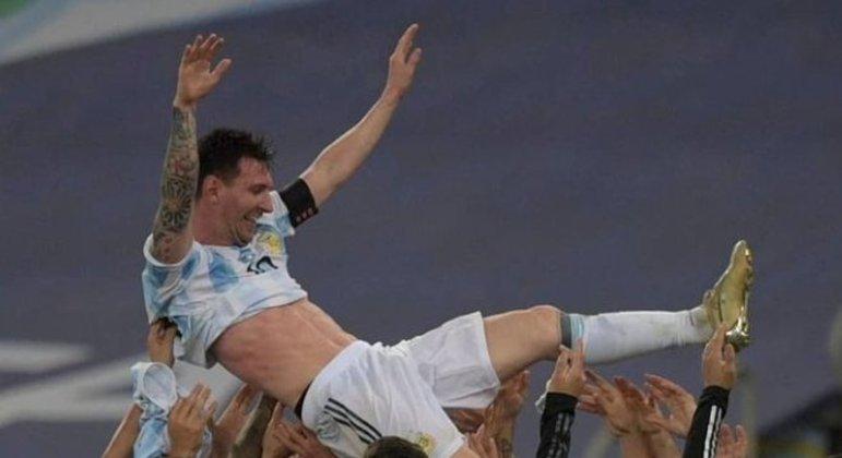 Messi campeão pela primeira vez com a Seleção Argentina. Em pleno Maracanã. Um sonho