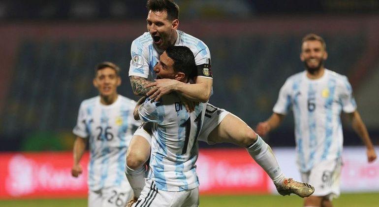 A alegria genuína, represada, de Messi. Eram 16 anos de frustração com a Seleção Argentina