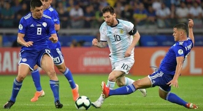 Messi veio disputar a Copa América.  Conmebol e AFA exigem Neymar na Argentina
