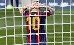 O Real Madrid fez 3 a 1 no Barcelona, no Camp Nou, e, nesteprimeiro jogosem torcida entre as duas equipes. O resultado, além de trazer alívio para o técnico Zidane, que vinha pressionado, colocou a equipe na liderança do Espanhol e aprofundou a crise no Barcelona. Pouco inspirado, Messi saiu cabisbaixo, desanimado com a atuação da equipe, que foi muito alterada pelo treinador Ronald KoemanVeja também:Mundo do esporte celebra os 80 anos de Pelé, o Rei do futebol