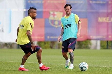 Messi retornou aos treinos no Barcelona